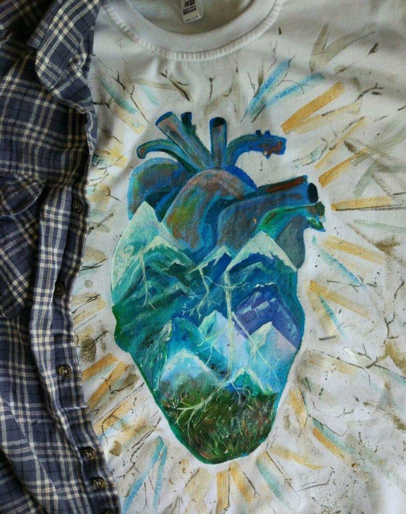 """""""Горы в моём сердце"""": ручная роспись футболки"""