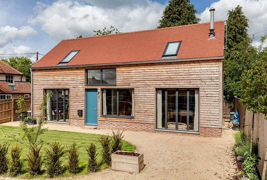 Снаружи дом как ферма, а внутри стильный и светлый (157 м2 и планы)