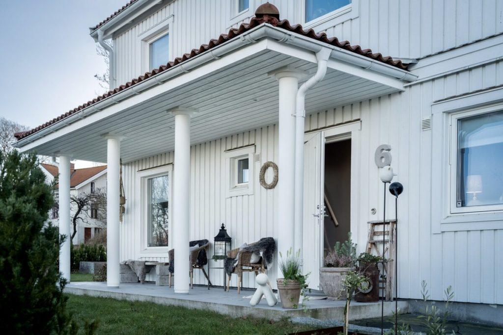 """Шведский дом 150 м2, который """"врос"""" в гору. Как организовали планировку. Приятные интерьеры в бежевых тонах"""