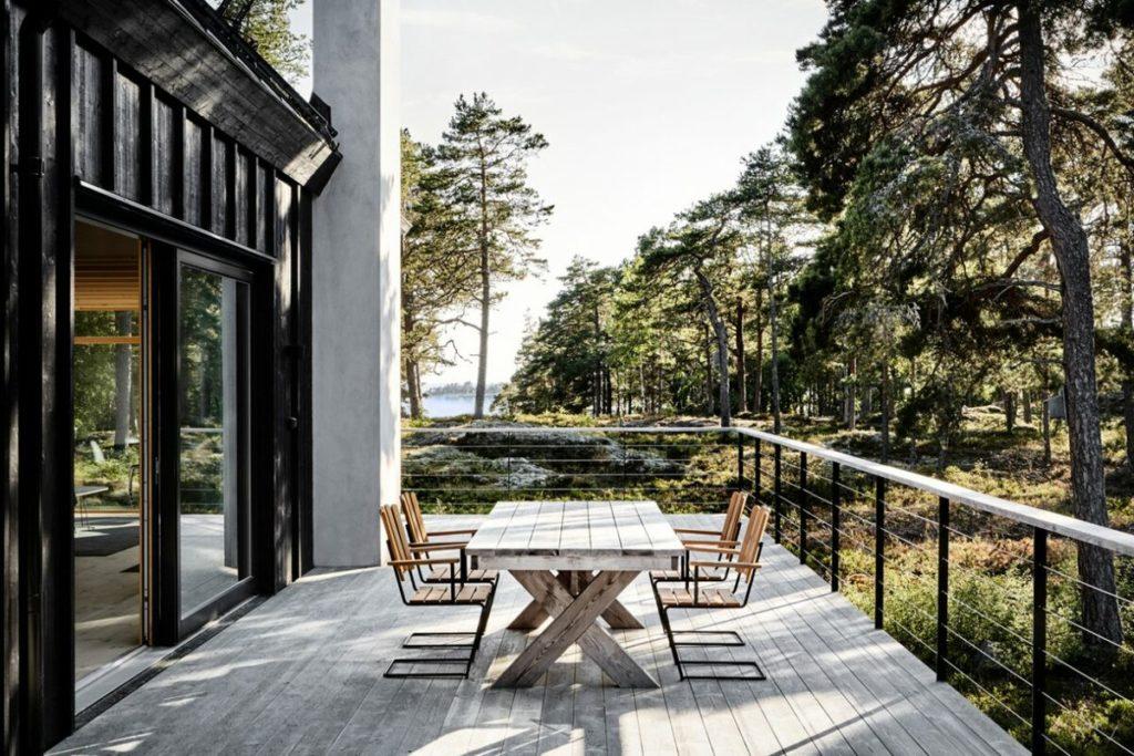 Дом в Швеции (210 м2): сочетание скандинавского и японского стилей. Приём объединения двух объемов одной крышей