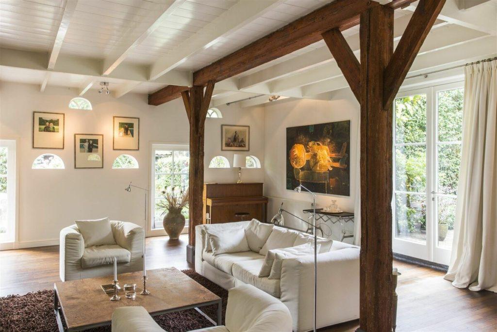 Классический шведский дом со стальным характером. Уместились: 3 спальни и 3 санузла, кабинет и прачечная