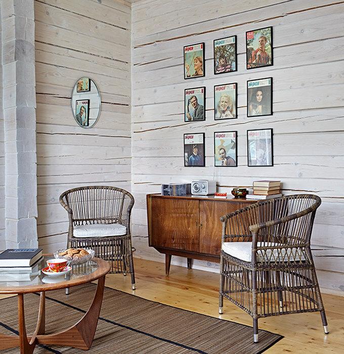 Дача на Оке. Душевный интерьер с ретро мебелью и ковром на стене