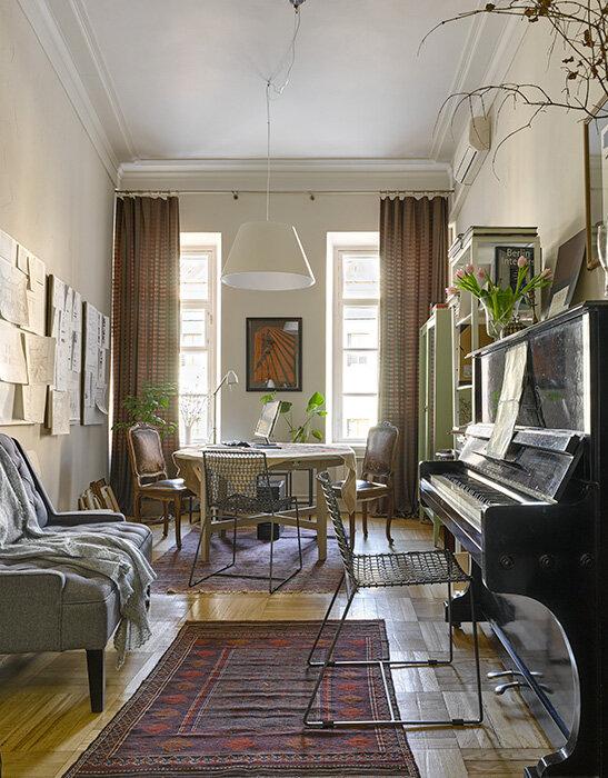 Комната с пианино: рабочее пространство для вдохновения в особняке XIX века