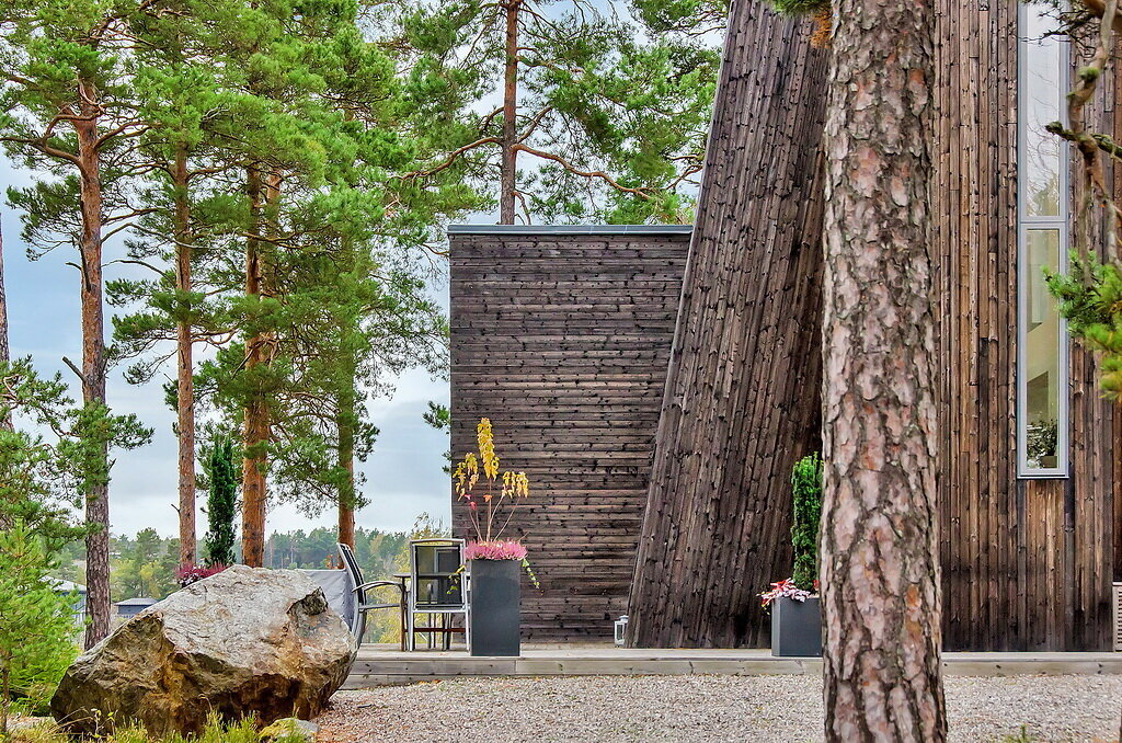 Дом в Швеции с огромным диким камнем в гостиной! Хотите себе такой?