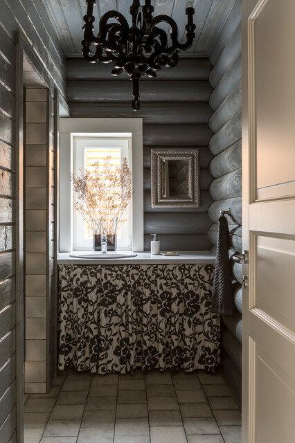 Дом в Подмосковье: стык классического и современного стилей. Наличники окон как декор интерьера