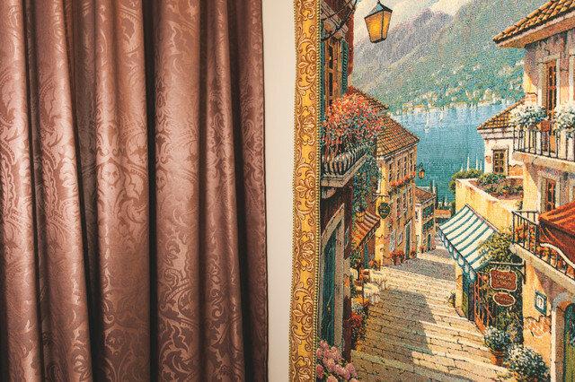 Квартира учителя: бетонный потолок, винтажная мебель, итальянские ткани. Перепланировка хрущевки (45 м2), получилось интересно
