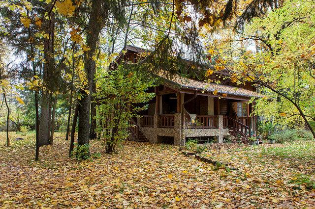 Шале в Подмосковье среди леса для размеренной жизни. Только камень, дерево и мягкий, обволакивающий интерьер деревянного дома