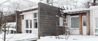 Объединились и построили друзья дома на одном участке: свой дом, весёлая компания и пруд
